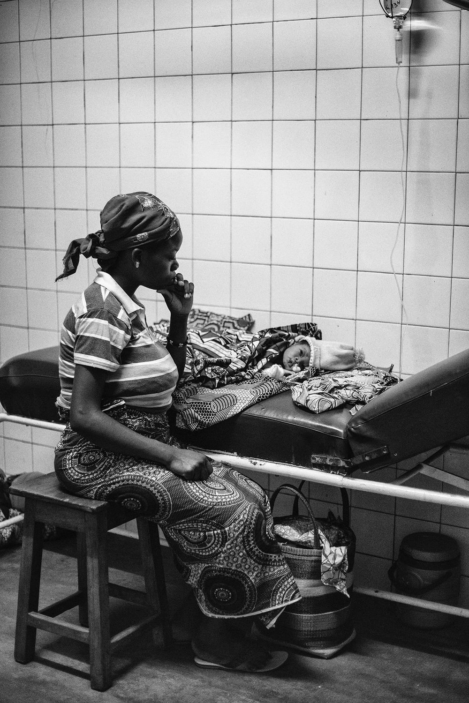 documentary-reportage-24-hrs-gbemontin-healthcare-centre-fabio-burrelli-41.jpg