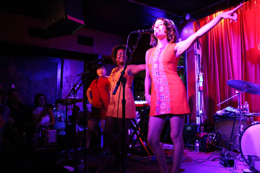1960s-inspired girl group Charlie Faye & The Fayettes wow the crowd at Continental Club on March 17. Photo credit: Wendy Goodman
