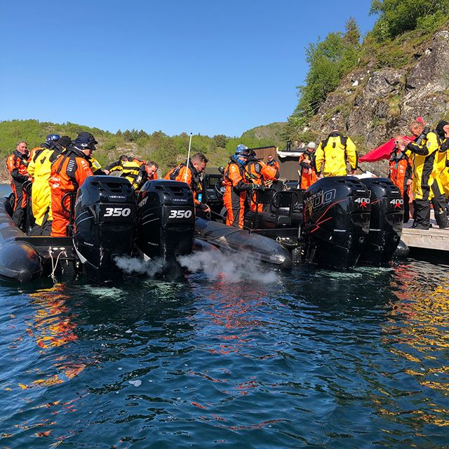 Siste stopp før Hitra er Kuringen Brygge i Stokksund. @kuringenbryggehotell @mercurymarine @mercurymarinenorge @kaasboll_boats_as @jodd.no @coastrafting.no @ansnesbrygger  #ziprace #ravenrib