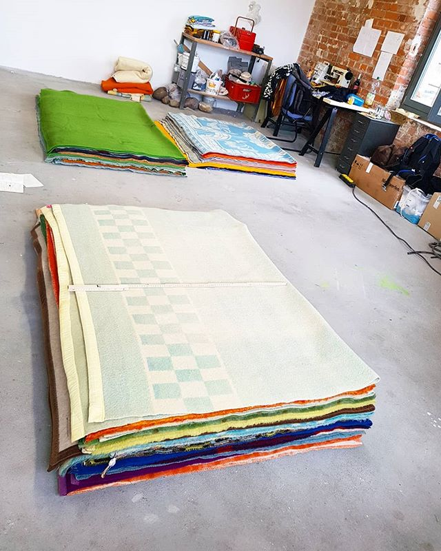 Getting ready for the next artwork & exhibition :) .  Our last show as artist in residence will open on saturday 23 of march, at the residency location of the @__pilotenkueche . Curious what the work is going to be? 😊 . #woolenblanket #blankets #sculpture #sculptureartist #fiberart #layers #secondhand #used #lived #everydayhisory #textile #wool #newartwork #veryexcited #studiotime #artistinresidence #leipzig #medemogelijkgemaaktdoor #gemeenteenschede #thankyou #withalotofhelp #textileart #artiststudio