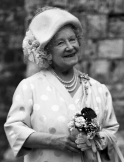 H.M._The_Queen_Mother_Allan_Warren_crop.jpg