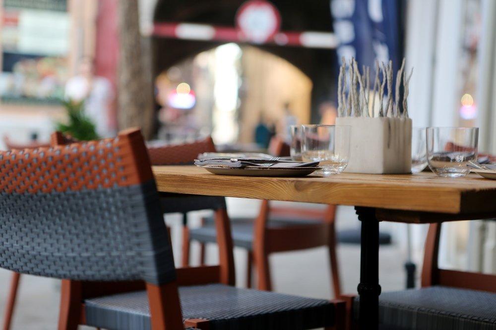 restaurant-406972_1920.jpg