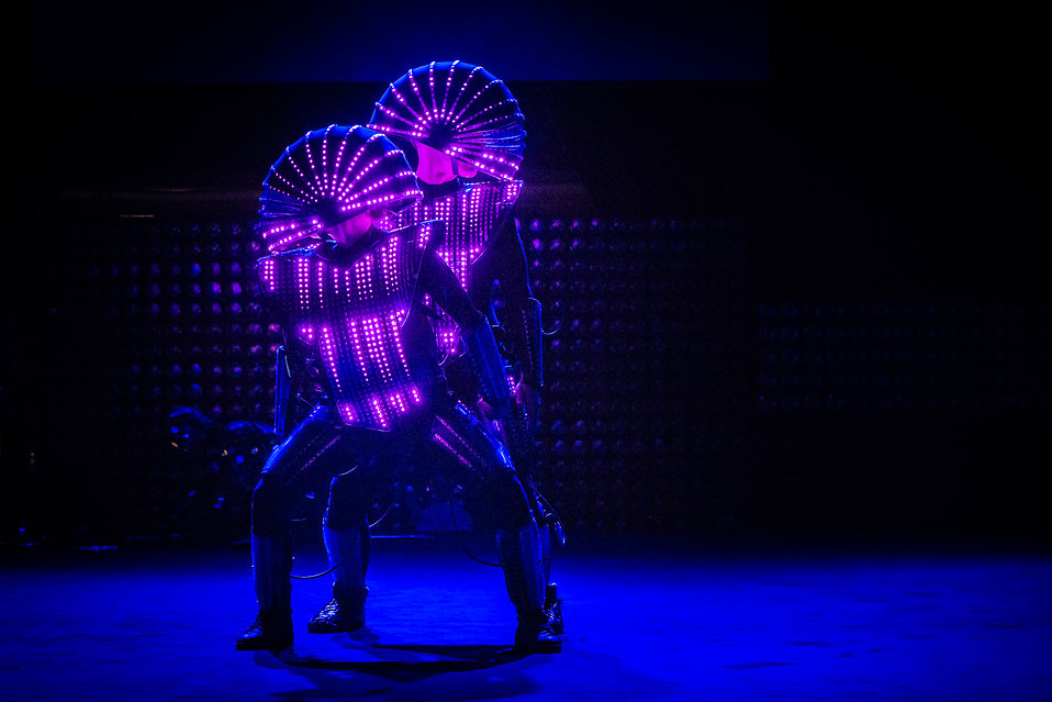 LED robots2- Act of Emotion- foto Julia Reinhart.jpg