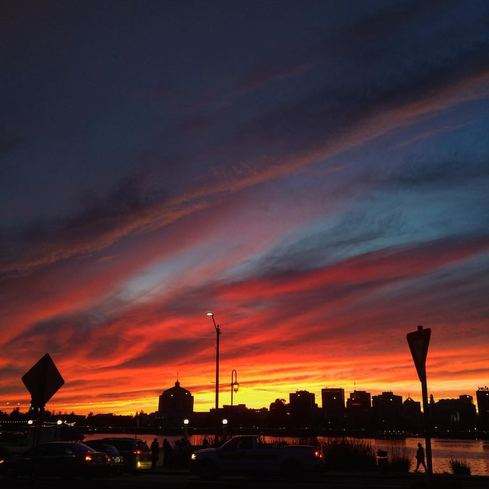 #Goodnight from #Oakland 😴 #sunset #lakemerritt #thetown #lovethebay #bayarea (at Lake Merritt)