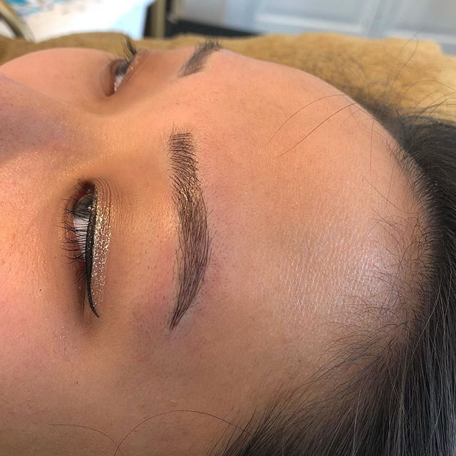 """It's """"Treat Yourself Friday"""" 😍 Treat Yourself to a set of new brows for the summer! 🙌🏼 #treatyourself #fridaymood"""