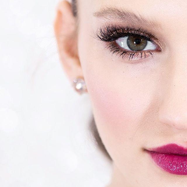 #behindthescenes Tea is wearing The Ruby Lash. • Makeup- @saralindsaymakeupartist  Model- @scheske17 @edge_agency @elitetoronto  #saralindsaylash #lashes #3dminklashes #minklashes #eyelashes