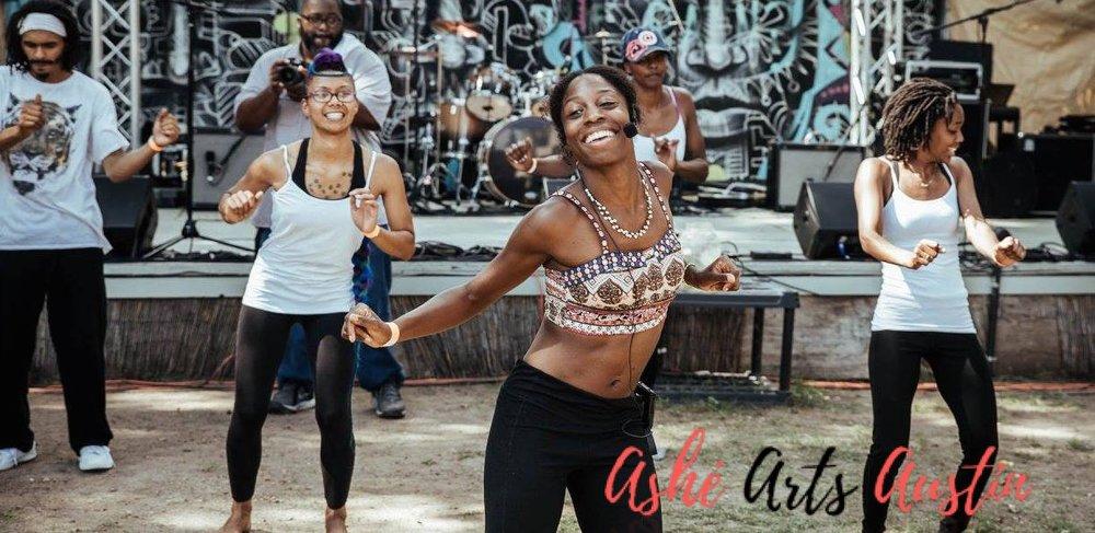 Sade Jones (center) of Ashe Arts Austin