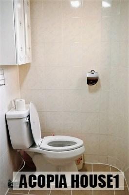 16_Restroom.jpg
