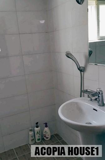 17_Restroom.jpg