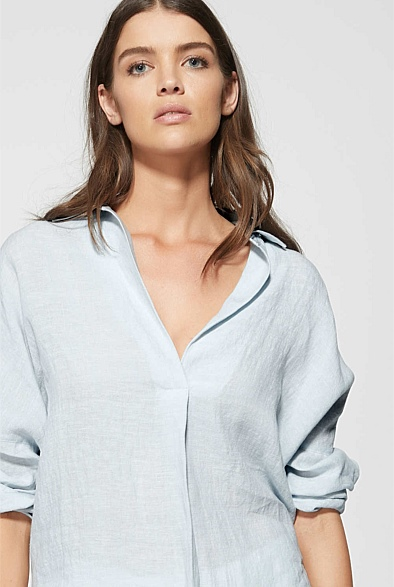 I found this linen top a while ago, and have been drooling over it ever since. It comes in chambray, white and navy. Slip it over your head and go! Get it   here .