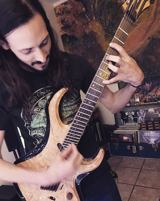 Touching the tips to an elven guitar @quanah.lee in Santa Fe. #luthierwizard #glorious #detailsmatter @fields.of.elysium_official