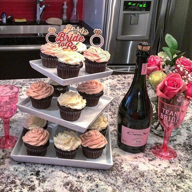 Cupcakes and Champagne for this Bridal Shower  #sweettreats  #sugarhigh #torontoeats #kingwest #cupcakes