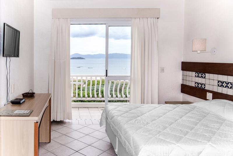 Hotel-Torres-da-Cachoeira-Florianopolis-por-Bruno-Sampaio-master-e-frente-mar-a1-thumb.jpg