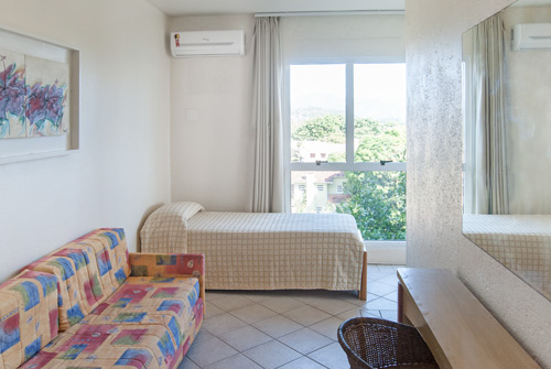 Hotel-Torres-da-Cachoeira-Florianopolis-por-Bruno-Sampaio-antesala1-low.jpg