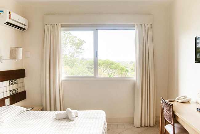 Hotel-Torres-da-Cachoeira-Florianopolis-por-Bruno-Sampaio-2-casal.jpg