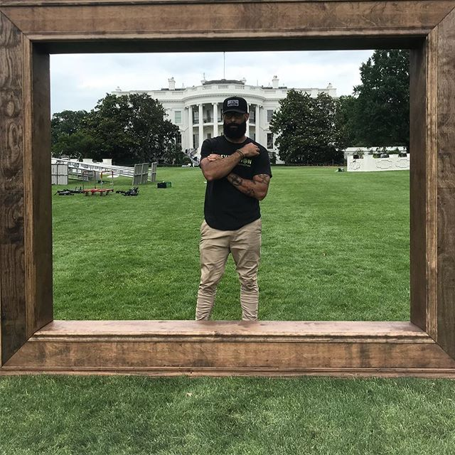 Young negus walking round the front lawn of the White House...secret service my homies 👀✊🏽