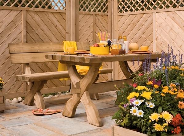 Gartenmöbel und Blumentröge