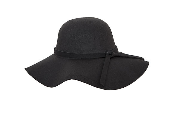 """כובע רחב של שוליים של רשת """"יפו תל אביב"""" (צילום: שי נייבורג)"""