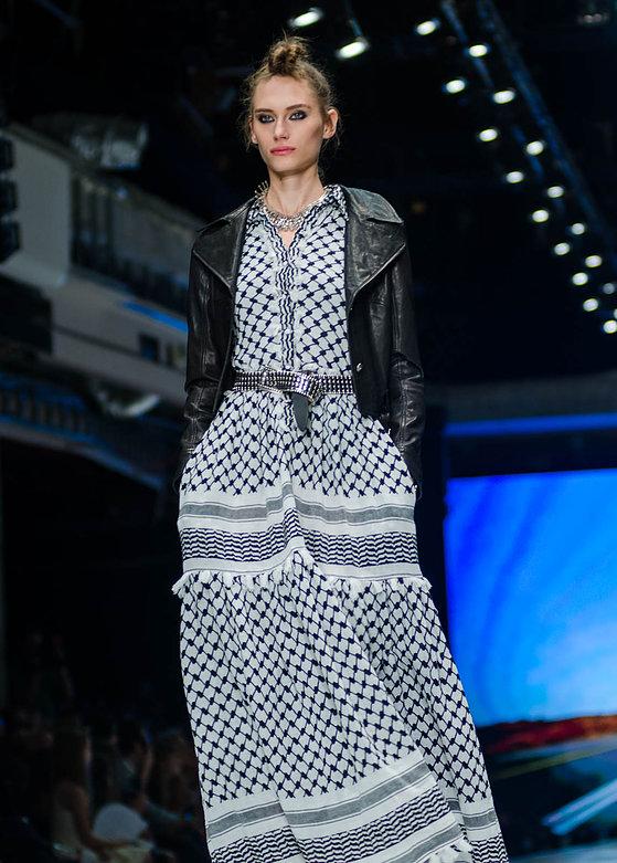 """המעצבת הכי מבוססת ברשימת ה""""לא למדו עיצוב אופנה""""    הקולקציה שהציגה דורית בר אור בשבוע האופנה של תל אביב 2015 (צילום: מארק סגל)"""