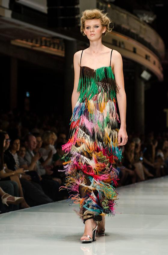שמלת גדילים by ירון מינקובסקי על מסלולישבוע האופנה GINDI TLV FASHION WEEK 2015 (צילום: מארק סגל)