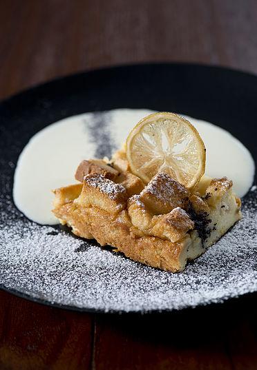 פודינג לחם לימון ופרג של מסעדת ג'ירף סניף מונטיפיורי    (צילום: אפיק גבא)