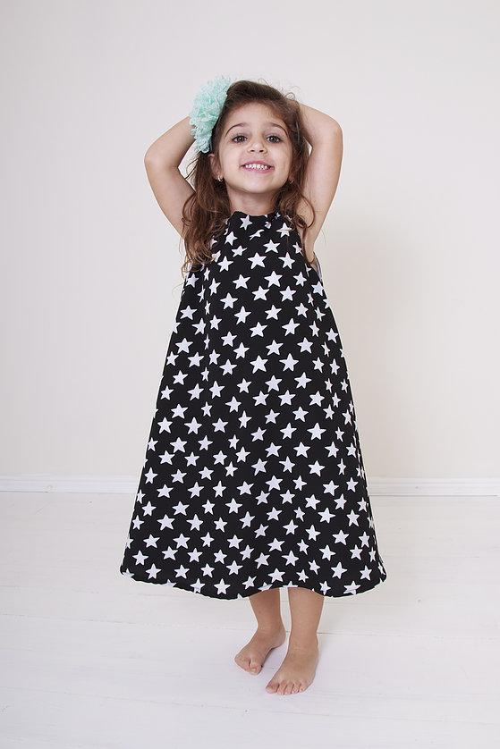 """""""בדים אופנתיים וגזרות מודרניות שילדות אוהבות"""" השמלה המסתובבת של SWEET PUMPIN"""