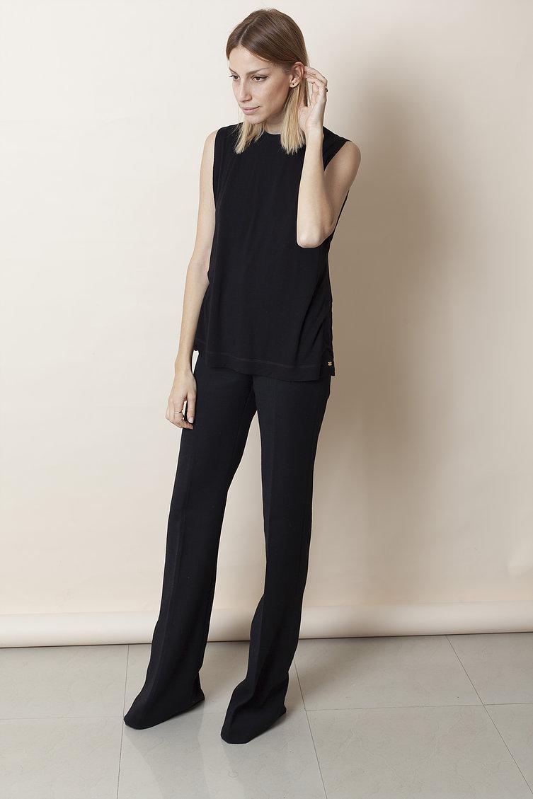 """""""אני אימא בטוחה, לא דאגנית, נותנת המון מרחב, חופש, עצמאות"""" מיטל ויינברג- אדר (  צילום רותם רייצ'ל חן)   מכנסיים: H&M, חולצה: SAMPLE"""