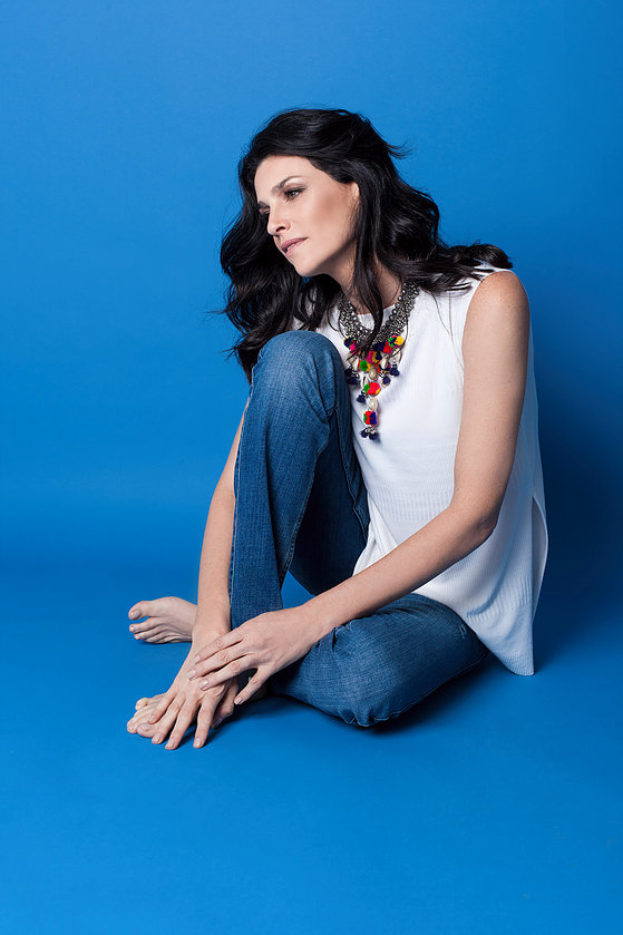"""""""איזון הוא מילת המפתח""""שירז טל (צילום: רותם רייצ'ל חן)   חולצה: F.IRST Apparel Studio ,מכנסיים ואקססורי: ZARA"""