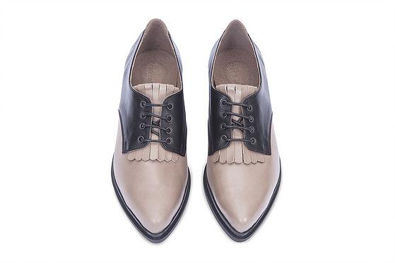 """""""מנסות לשמורעל אותנטיות ועל מראה המחוייט""""נעלי דרבי של קאפל אוף(צילום מיכאל פיש)"""