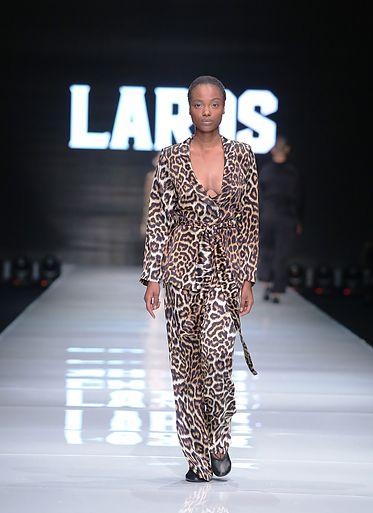 המוטיב המרכזי בקולקצייה שהציגעידן לרוס בשבוע האופנה TLV FASHION WEEK (צילום אבי ולדמן)