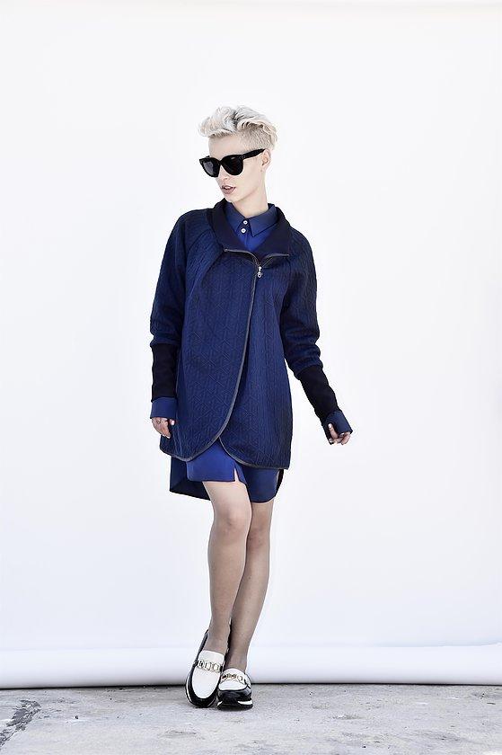חגית טסה מעיל כחול רויאל   (צילום: איתן טל)