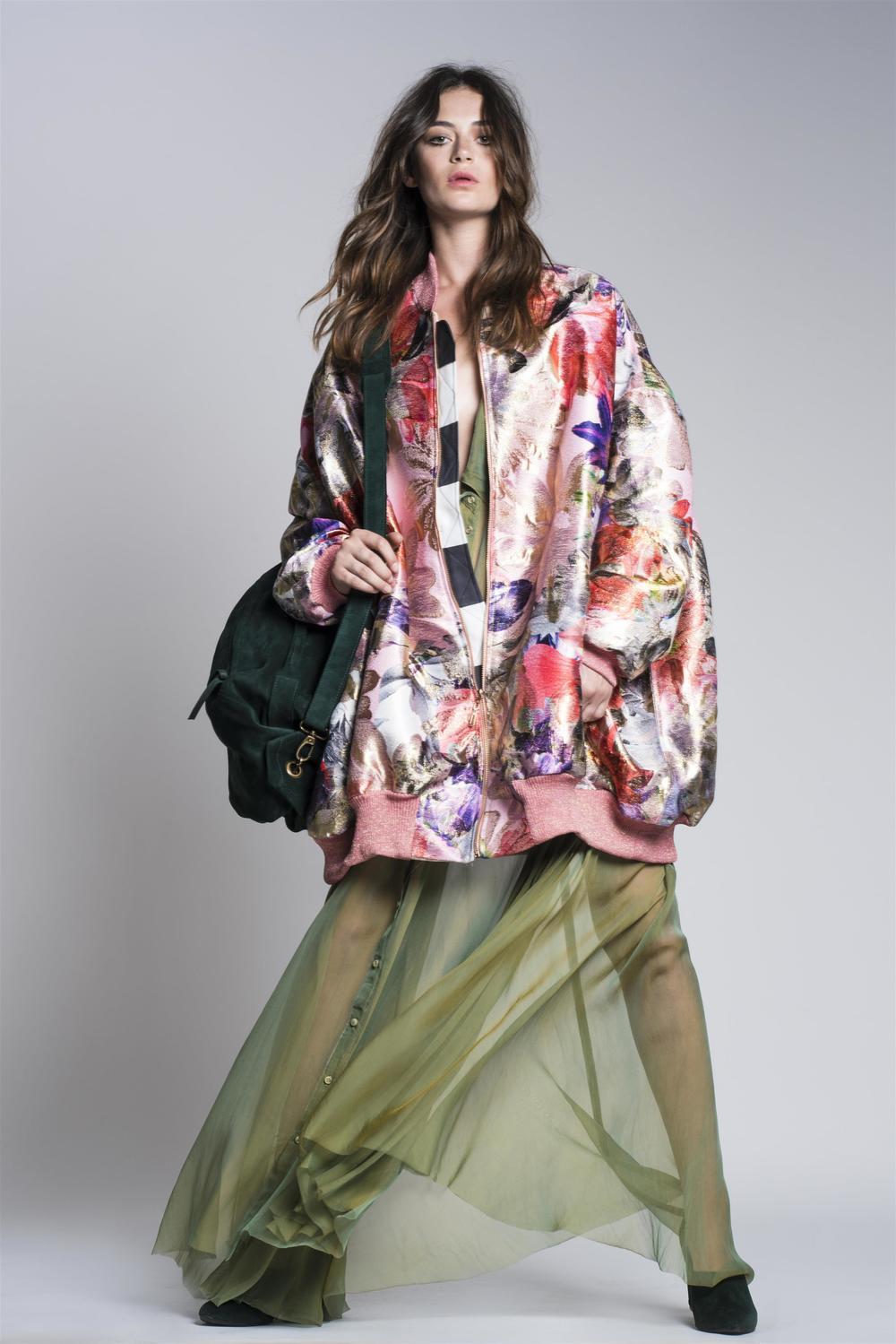 דגם שהציג בוגר המחלקה לעיצוב אופנה בשנקרניל ברוש (צילום: רון קדמי)