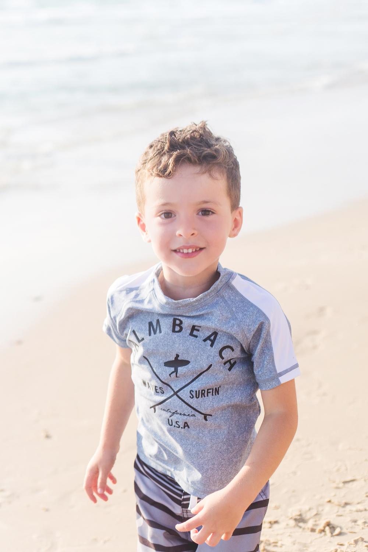 רון  בחולצת גלישה ובגד ים FOX (צילום אורטל אקרמן)