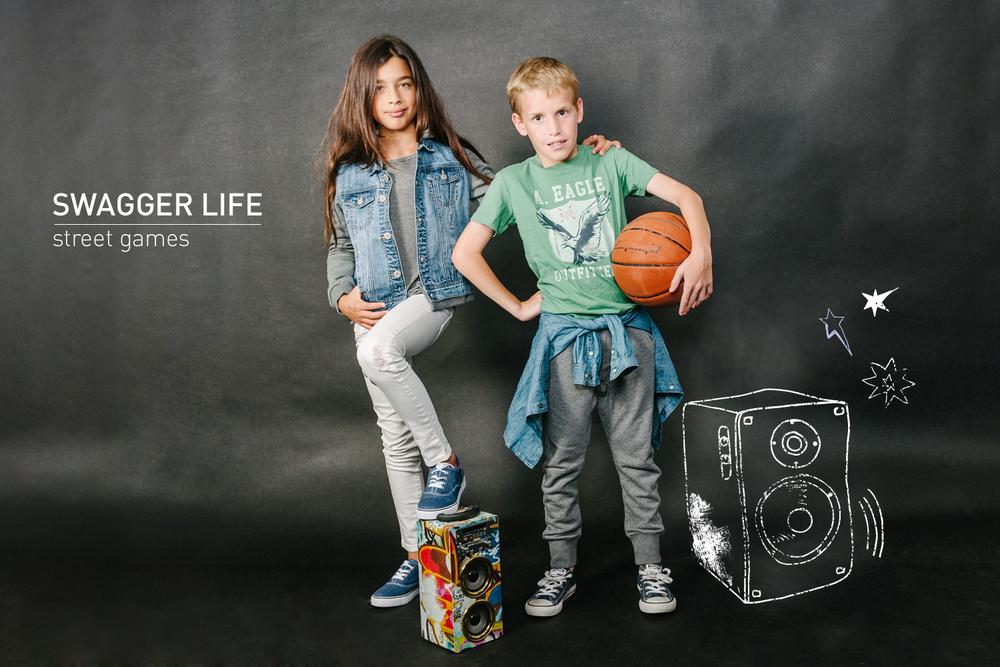 עומר בטי שירט, חולצת גי'נס וטרנינג-    אמריקן איגל קידס     מיה בחולצה טי,ג'קט ג'ינס, וג'ינס סקיני לבן -    אמריקן איגל קידס   , נעלים: פפאיה  ( צילום: מרק סגל ל- imahotmag.com)