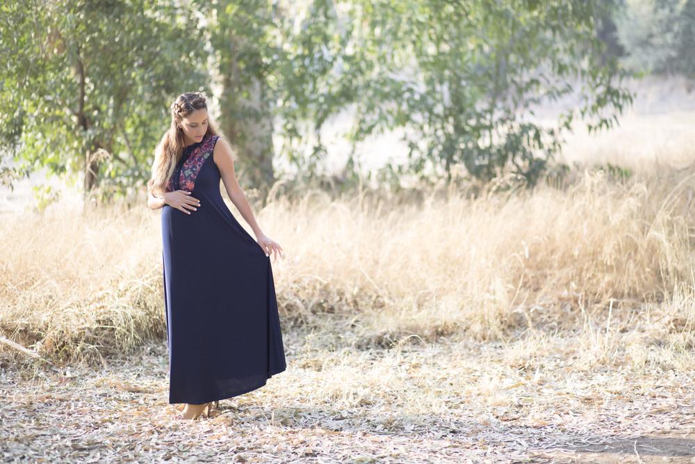 שמלת מקסי דגם 'מרקש' של המעצבת  אבישג ארבל , נעליים: TO GO (צילום:  איטן רשקס )