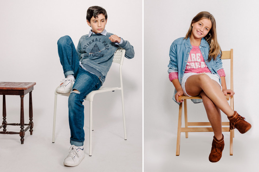 ליה בחולצת הדפס ומעליה חולצת ג'ינס ושורטס, אייל בחולצת פסים מכופתרת ומעליה פוטר מודפס    AMERICAN EAGLE OUTFITERS KIDS   (צילום מרק סגל)    מגפים ליה: THE CHILDRENS PLACE