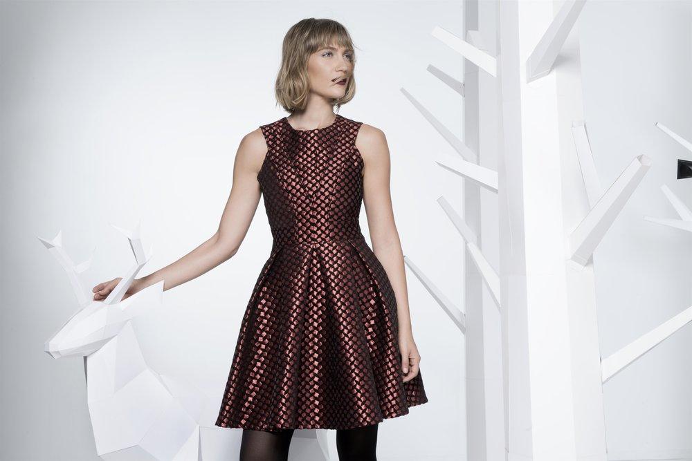 """""""מיטיבה לתרגם גם העונה את הפנטזיות שהעלו בתי האופנה המובילים"""" ג'ני צרווני לרשת אופנת ICE CUBE (צילום עידו לביא)"""