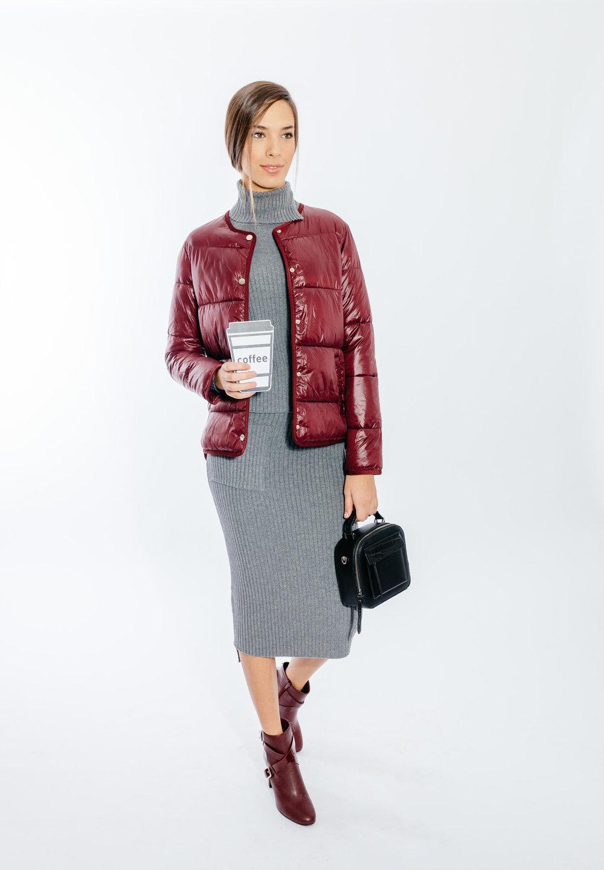 מעיל, חליפת חולצה וחצאית: MANGO  תיק ונעליים: CHARLES & KEITH   (צילום: מרק סגל ל imahotmag.com)