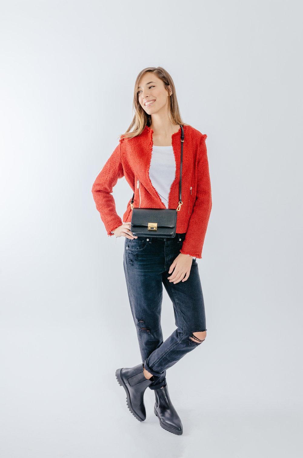 ג'קט- MANGO  חולצת בייסיק- FOX  ג'ינס-  AMERICAN EAGLE OUTFITERS   מגפונים ותיק -  CHARLES & KEITH