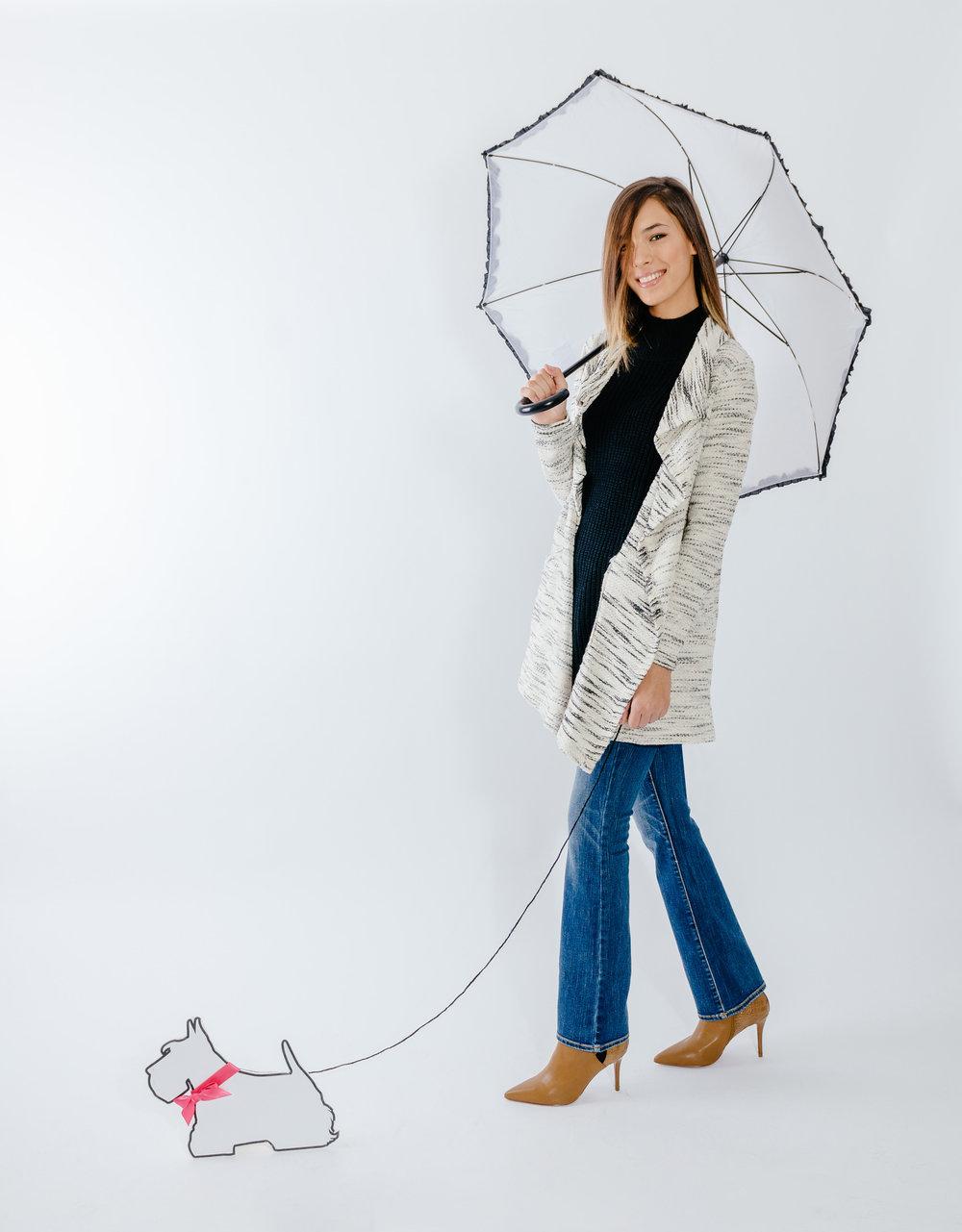 מטריה- LALINE  סריג גולף- FOX  עליונית- BILLABONG  ג'ינס- AMERICAN EAGLE OUTFITERS  מגפים-  CHARLES & KEITH   (צילום מרק סגל ל Imahotmag.com)