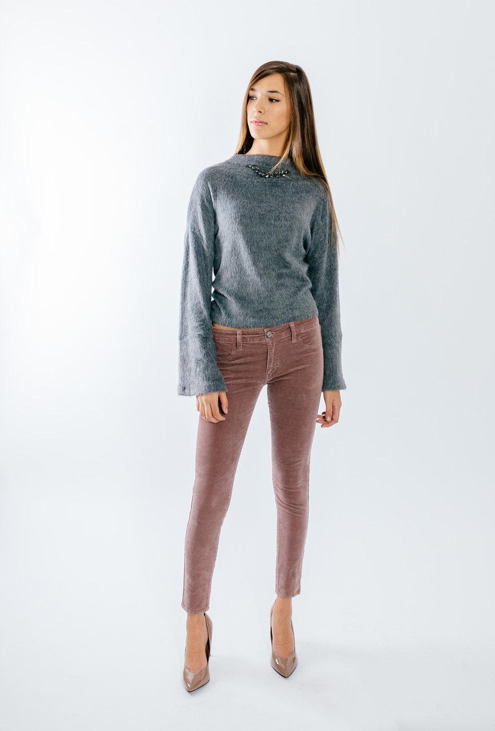 סריג ומכנסים- MANGO  נעלים  CHARLES & KEITH   (צילום: מרק סגל ל imahotmag.com)