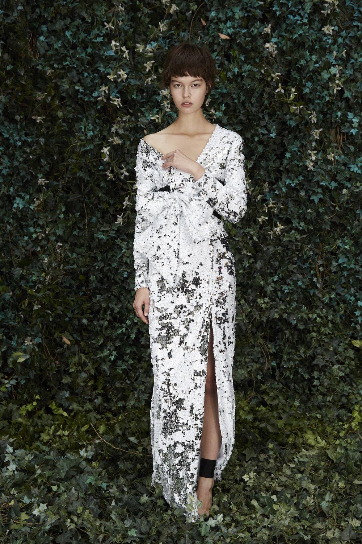שמלת מקסי פאייטים לבנה, פולקה ל׳מילוס׳, 2,486 ש״ח(צילום יחצ חו״ל)