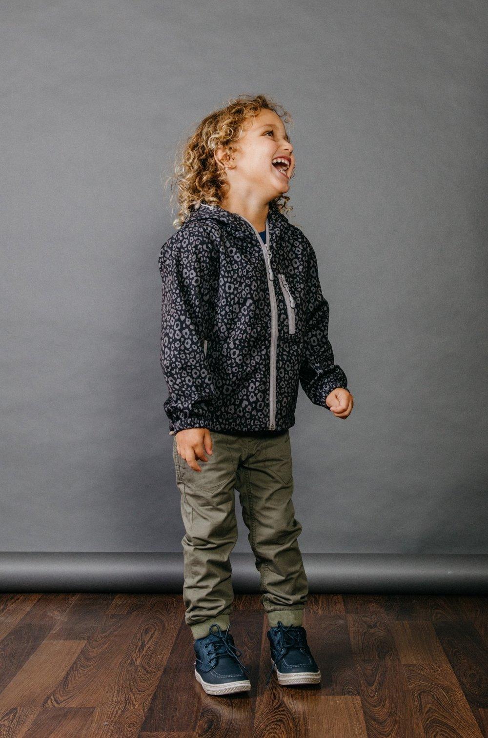 """""""אורבני ומעודכן"""" מעיל ודגמ""""ח :  MISH-MISH , נעליים: פפאיה (צילום: מארק סגל ל itmag.co.il)"""