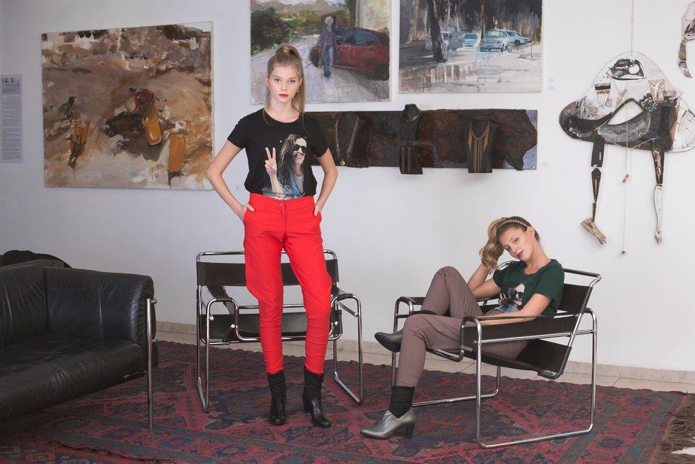 חולצות הדפס: LEE,מכנסיים:מיזו, נעליים: קאפל אוף