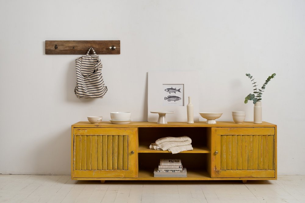 מזנון מתריסים עתיקים מעץ  מלא ,  תומיק רהיטים מיוחדים , 2,850 ₪. (צילום: בועז לביא ויונתן בלום )