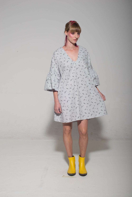 שמלת יולקה גולגולות 200 במקום 560 שקלים.jpg