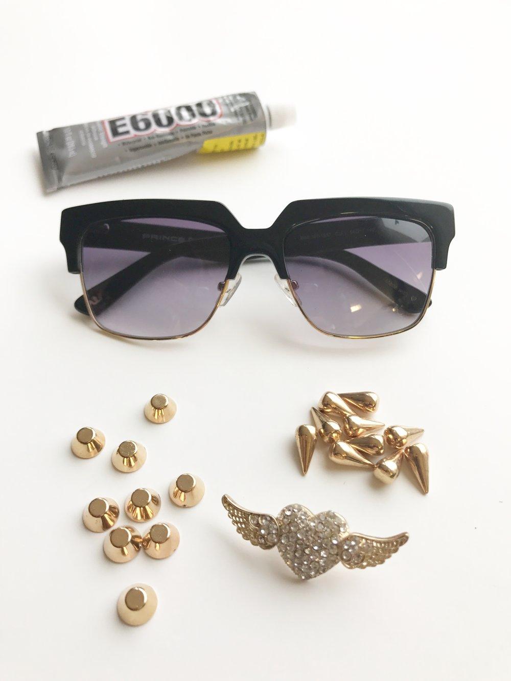 פרינס: משקפי שמש, 690₪ | אבגד: דבק בינוני -20₪ (E600), ניטים בצורת חרוט– 7.9 ₪ ל-10 יחידות, ניטים עגולים -7.9 ֿל–10 יחידות, לב עם כנפיים - 3.5 ₪ ליחידה