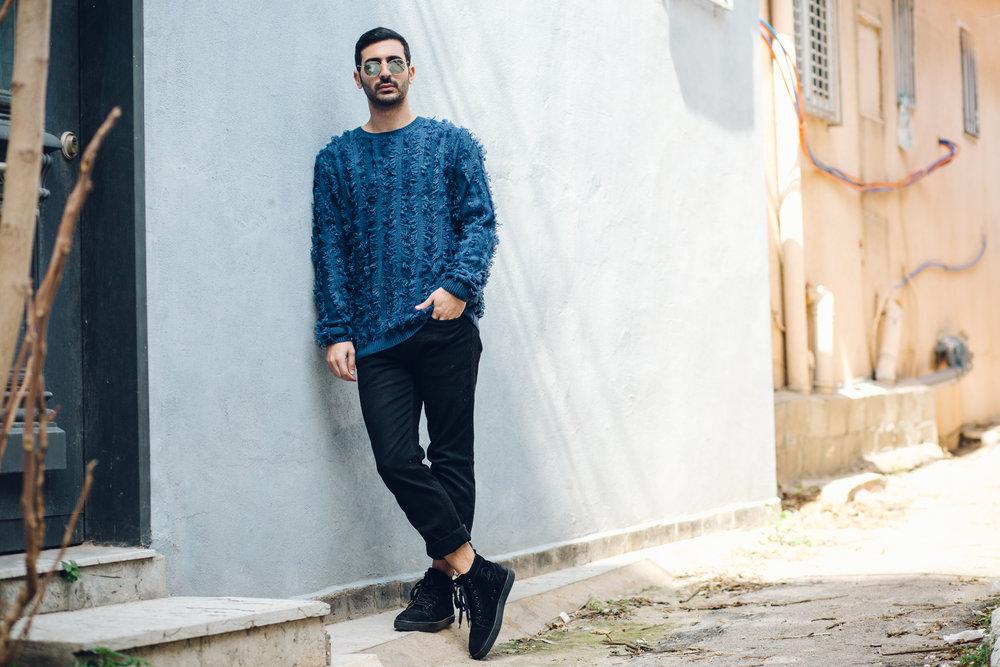 בן מנחם  לובש: סריג – ASOS; מכנסיים – מנגו; נעליים - כריסטיאן לובוטן; משקפיים - ריי באן   בן באינסטגרם