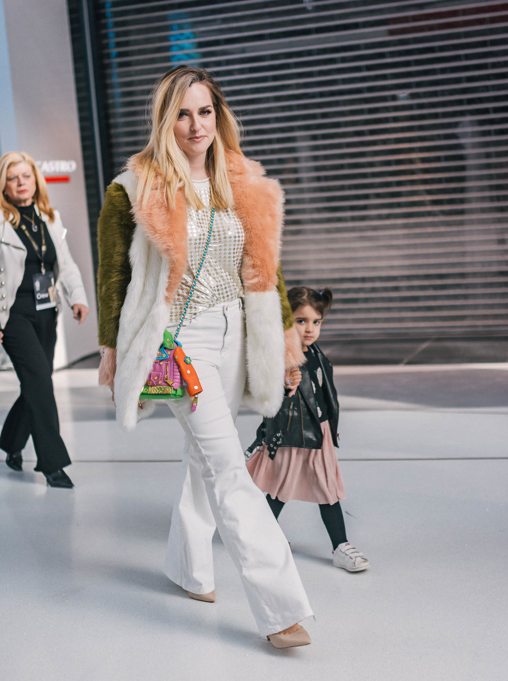 אשלי בקשי וקסמן  עם הבת יוצאות מתצוגת האופנה של  FLAMINGO