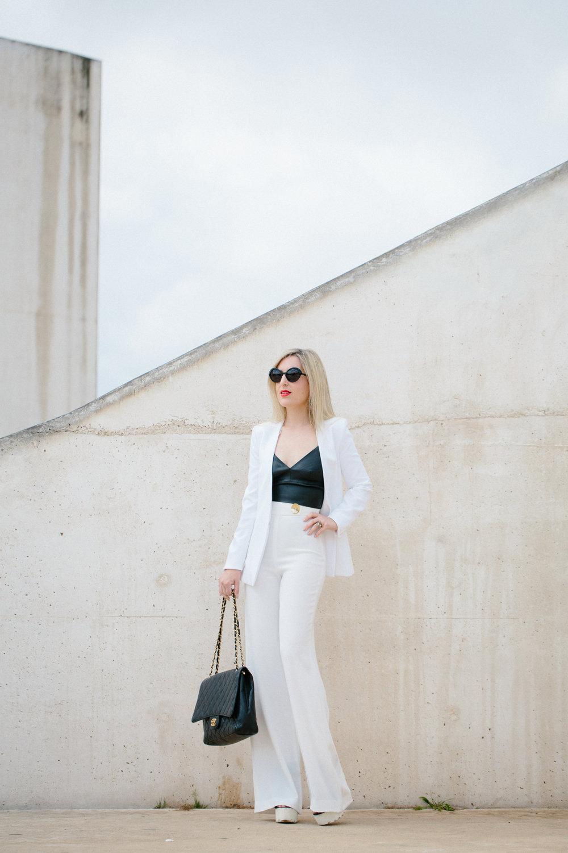 משקפי שמש - plein les mirettes, סיון לובשת חליפה - זארה, טופ עור – DKNY, תיק - שאנל   סיון באינסטגרם